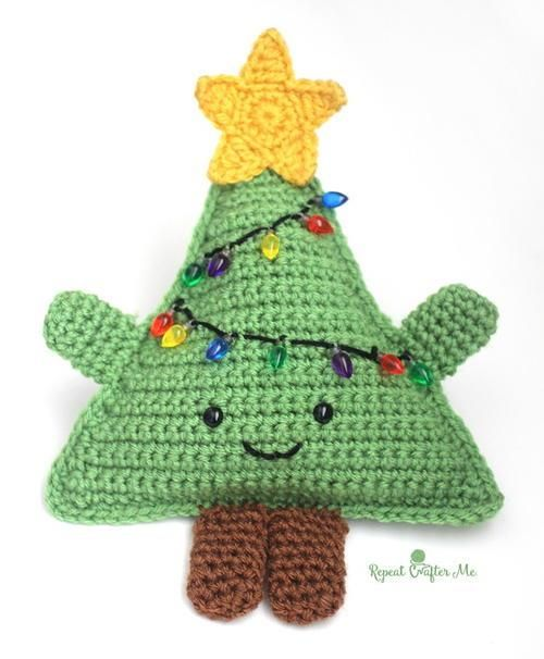 Huggable Crochet Christmas Tree - get the free crochet pattern here: http://www.repeatcrafterme.com/2015/12/cuddly-crochet-christmas-tree.html