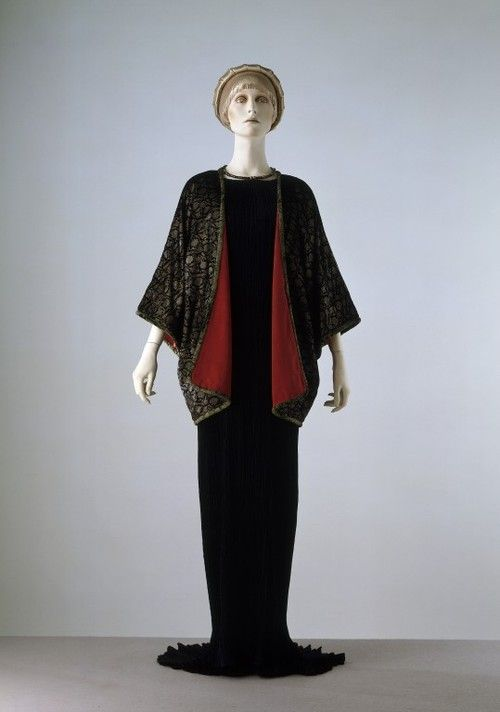 Ensemble Mariano Fortuny, 1920s The Victoria & Albert Museum - OMG that dress!