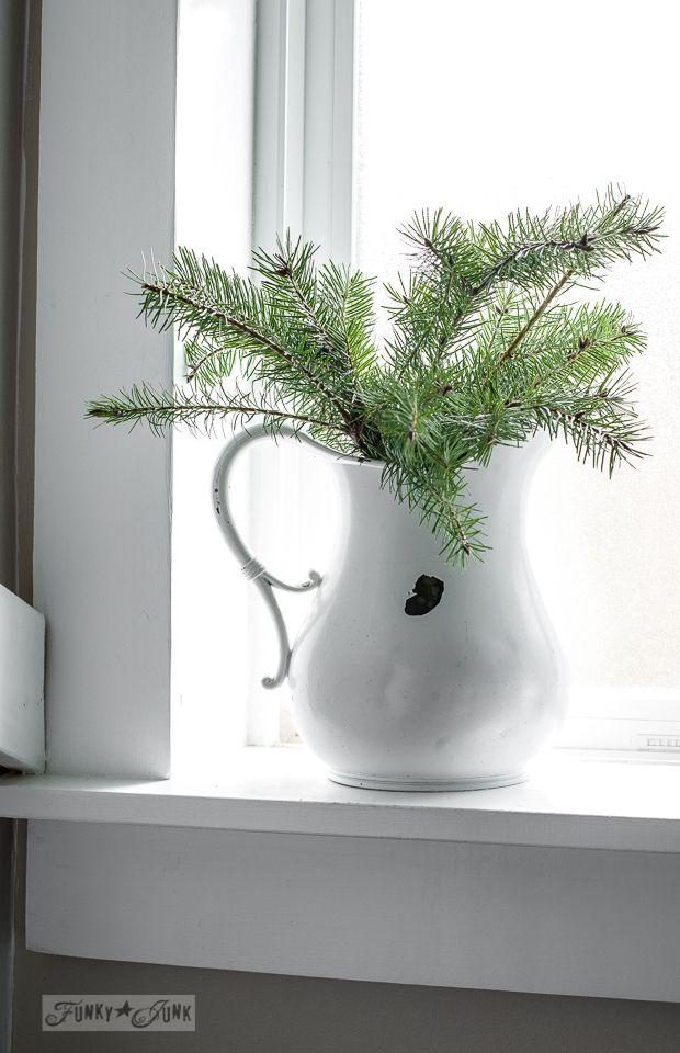 Best 25 minimalist christmas ideas on pinterest simple for Modern minimalist christmas decorating