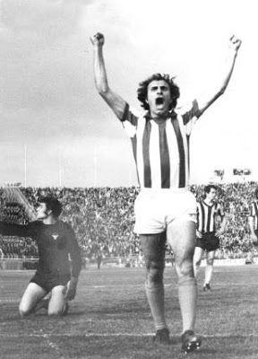 Κρητικόπουλος Μιχάλης. Καισαριανή. (1946-2002). Επιθετικός. Από το 1973-1980. (186 συμμετοχές  84 goals).