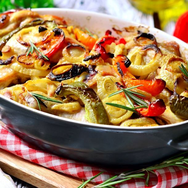Cuisses de poulet et légumes rôtis au four