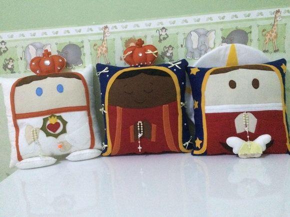 Almofadas confeccionadas em feltro. Nossa Senhora Aparecida. Nossa Senhora Guadalupe, Nossa Senhora de Fatima  Tamanho 40x40cm