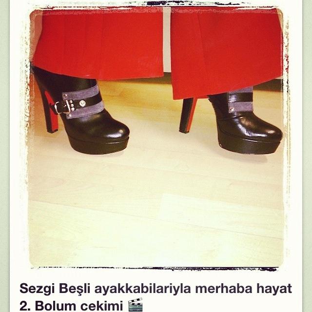 Dizi programlarinda 2iki tasarim ayakkabilari