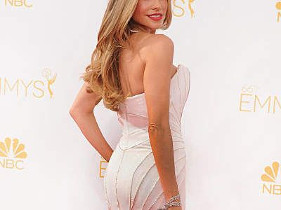 Get Sofia Vergara's Booty in Just One Move | Want Sofia Vergara's round, firm, sexy butt? Her trainer shows how to do Vergara's favorite booty-boosting exercise.