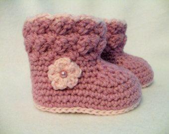 Crochet patucos rosa y púrpura bebé cargadores de bebé de ganchillo de patucos bebé niña, bebé púrpura muchacha botines rosa marfil bebé marrón botas