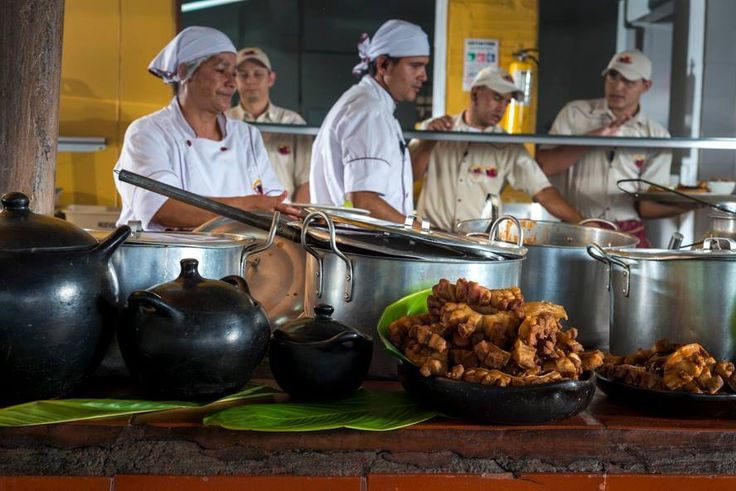 En #ElRancherito puedes disfrutar de ver como preparan tu comida en fojones de leña para darles un sabor más tradicional.  http://www.elrancherito.com.co/