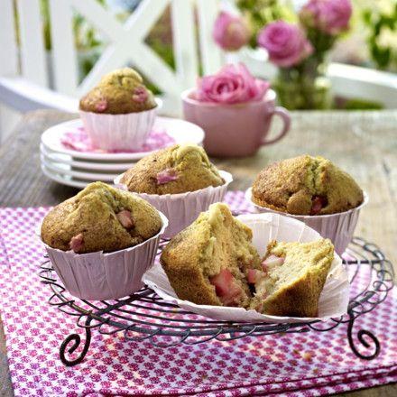 Rhabarber-Zimt-Muffins mit Sahne und Zimt-Zucker Rezept