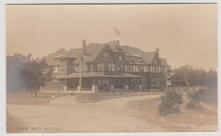 VICTORIA, BC - Photo postcard of the Oak Bay (Beach) Hotel c.1927.