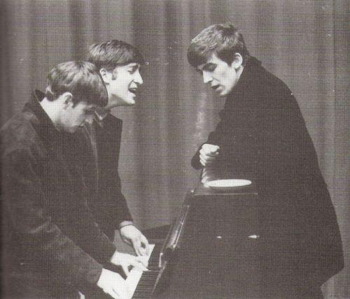 """thateventuality: """"Scan - Ringo Starr, John Lennon e George Harrison nel corso di una sessione di registrazione Side by Side al Paris Theatre BBC, Londra, 4 aprile, 1963 Foto © Dezo Hoffmann / Apple Corps Ltd"""""""