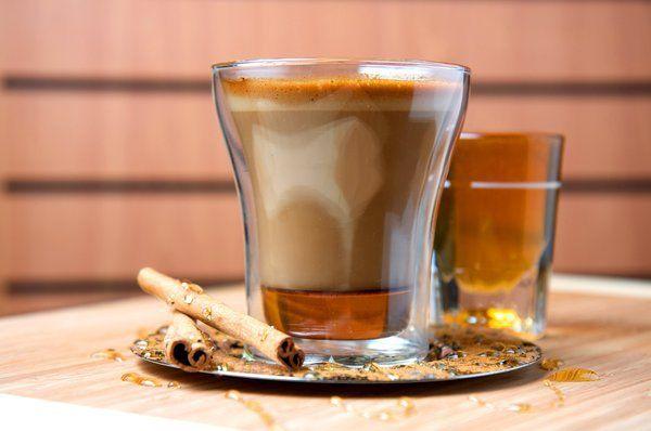 Café miel | ardyss recipes has a shot of espresso, steamed milk, cinnamon, and honey