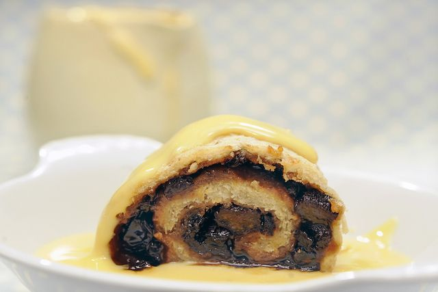 8 Simple Steps to Make a Traditional Spotted Dick Pudding: Spotted Dick Pudding