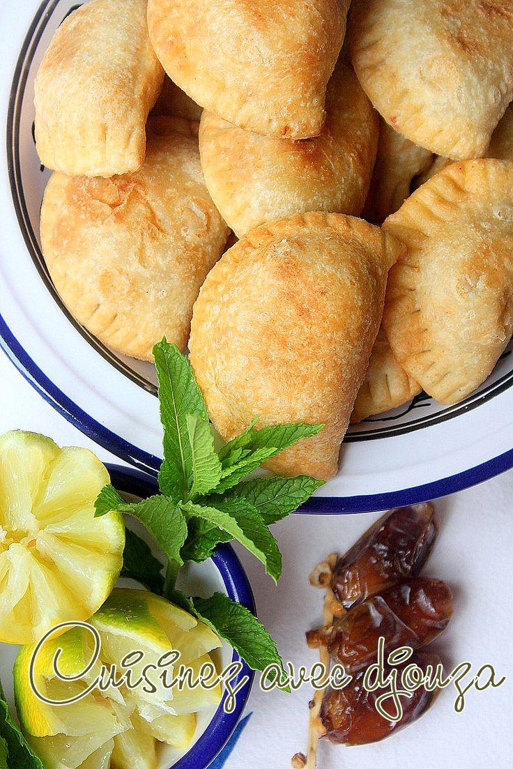 Recette chaussons au poulet à la pâte à bourek fait maison facile que l'on peut préparer à l'avance. Ces Bourak laadjine avec le Ramadan sera une entrée