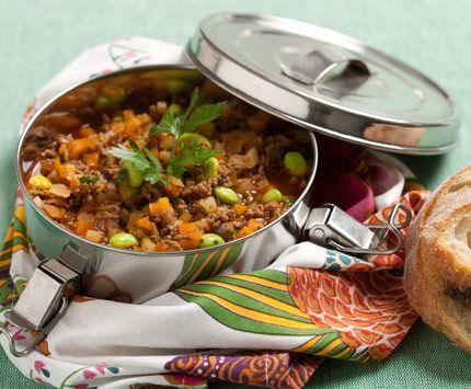 Den här rätten kan ätas som en gryta, eller spädas med buljong till en soppa som ger större volym. Därmed upplevs mättnaden tydligare.