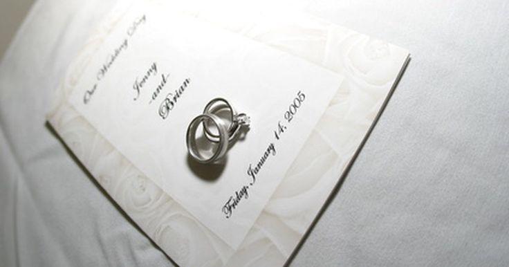 Cómo crear un certificado de matrimonio gratuito. Crear un certificado de matrimonio gratuito es una forma magnífica de celebrar la unión entre tú y tu cónyuge. Si bien no es una una licencia matrimonial válida, usar estos certificados puede ser una forma divertida de mostrar tu agradecimiento a los invitados a la boda por su presencia en ese día tan especial. Algunas aplicaciones para ...