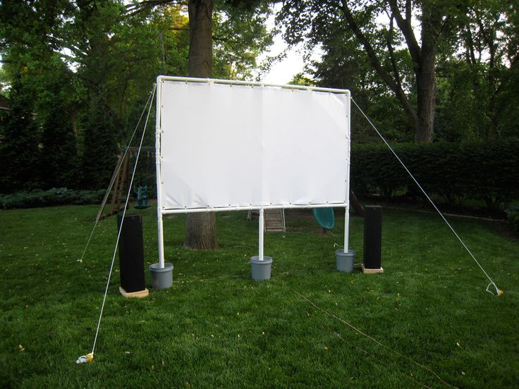 DIY outdoor movie screen. I have so many fun ideas of ways to use a projector. Gotta get me one!