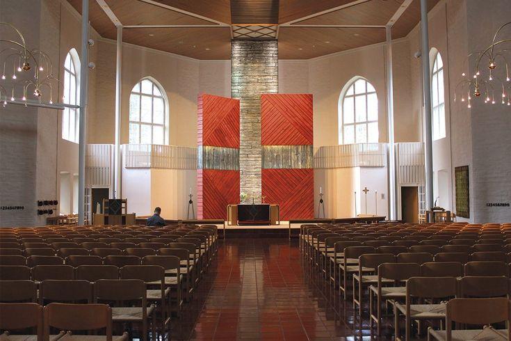 Aarreaitta. Alttarilla: Rantasalmen kirkko.