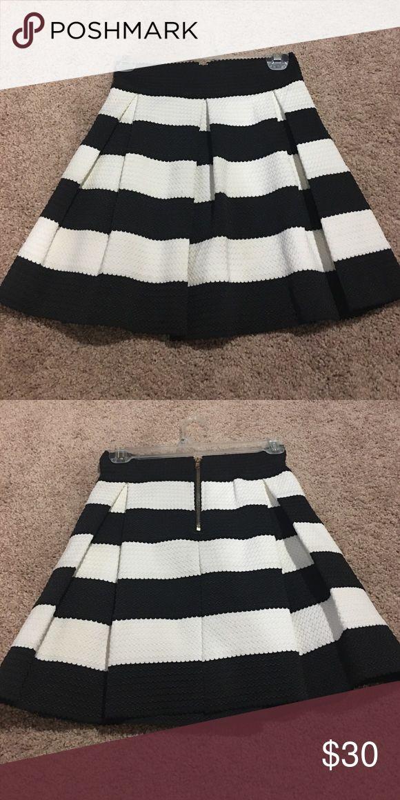 Black and white mini skirt Black and white mini skirt- medium but juniors size Finesse Skirts Mini