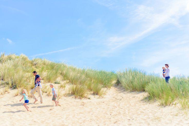 Zomerse familie fotoshoot in de Hollandse duinen door Happy Photographer   Family & Frosting