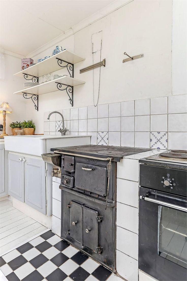 Kitchen with vedspis
