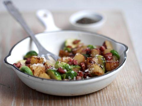 Aardappelpannetje met spek en spruitjes -                         Libelle Lekker