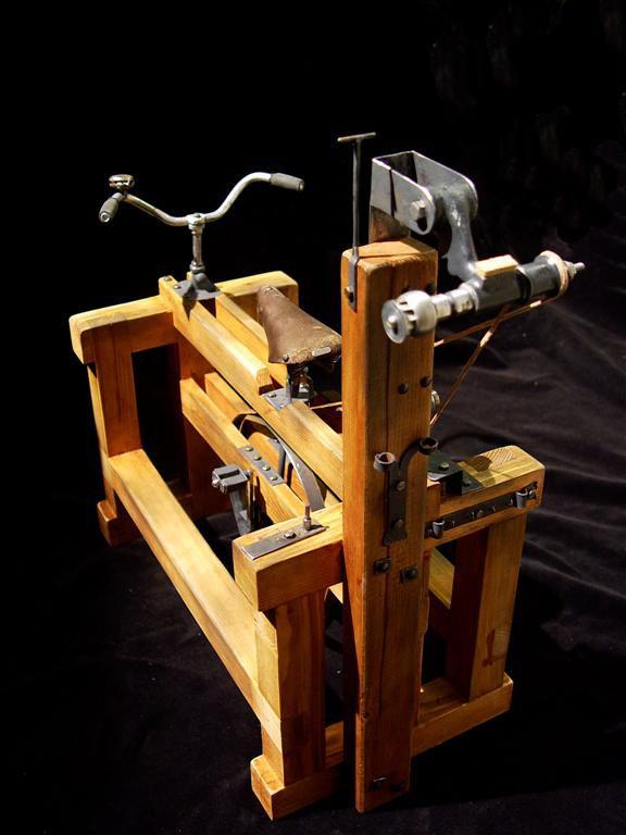 modýlek šlapacího stroje Adolfa Dasslera, zakladatele značky Adidas