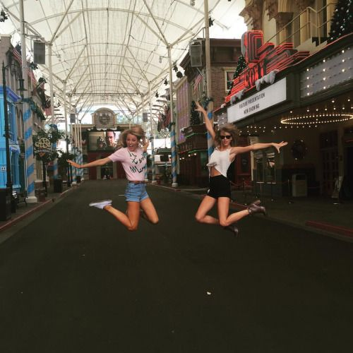Taylor Swift and Blake Lively hanging out in Australia on their day off.