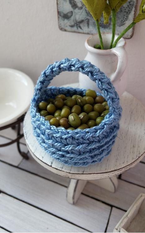 Crochet dollhouse basket  miniature crochet basket by DewdropMinis