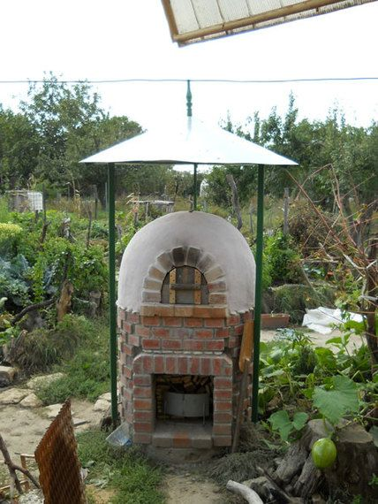 Love the little gazebo cover for this Cob Oven