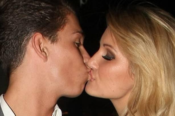 Celebrity women kissing