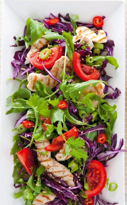 Recept voor Oosterse rode-koolsalade met gegrilde kip