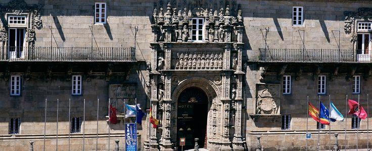 En Santiago de Compostela, destino de millones de peregrinos, ciudad donde los rayos del sol ilumina..