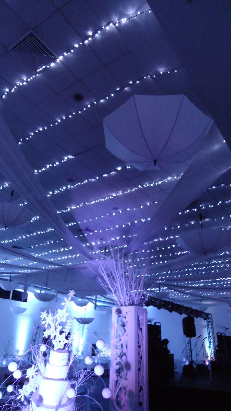 1000 images about fiesta de invierno on pinterest mesas for Decoracion de salon con telas y luces