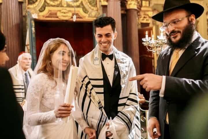 ¿Será que las bodas judías se parecen a las bodas mexicanas? Descúbrelo aquí en bodas.com.mx, a continuación te platicamos un poquito acerca de las tradiciones de las bodas judías.