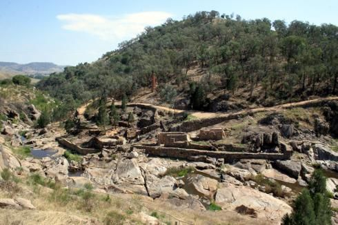 Ruins at Adelong CreekThe Adelong gold story began in 1852 with the discovery of alluvial gold along  Adelong Creek by a touring party en route to Victoria.The Adelong Goldfield was proclaimed on 15 February 1855, when 2,000 miners were recorded working the area.