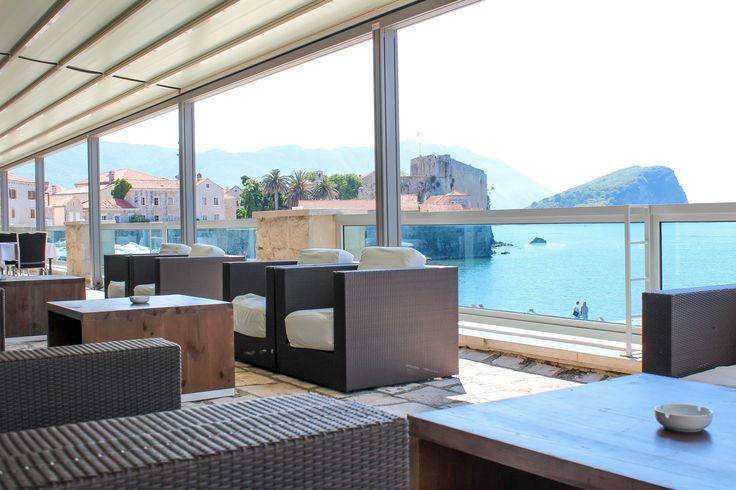 Mjesto za kuliranje sa društvom… Place to chill out with your friends… www.avalaresort.com #avalaresort #budva #montenegro #summer #summer2016 #ljeto #letovanje #leto2016 #more #plaza #beach #sea #mediterranean #adriatic #avalaresort #черногория #Будва #Летом #пляж #море
