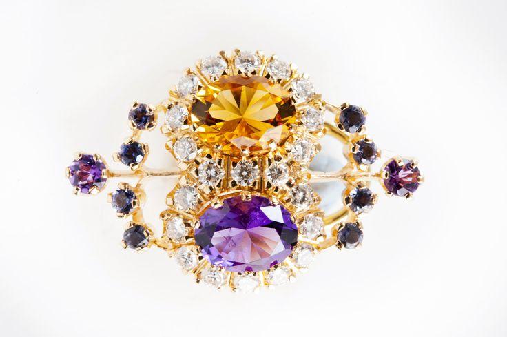 Kohde 1084, Helanderin Toukokuun huutokauppa: Prinsessa Sofia Albertina korvakorupari (kuvassa yksi korvakoru), kultaseppä Kari Heinonen, Ofelia Jewelry.
