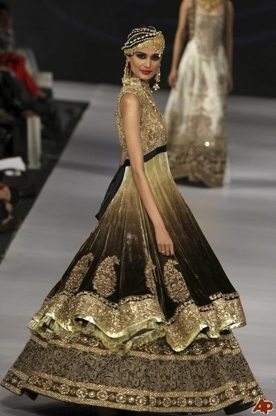 Pakistan fashion week 2011- I love the way they dress!!!!!