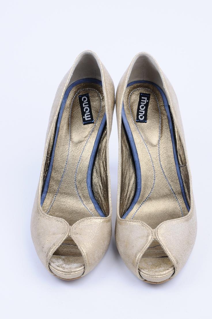 http://www.myfashionizer.ro/rochii-elegante/magazin-online/incaltaminte-dama/pantofi-dama-piele-cu-insertii-aurii