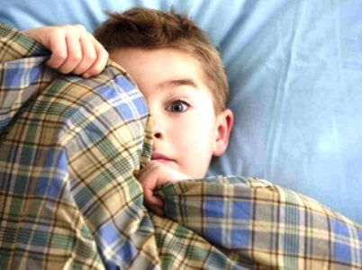 Giovani sempre più iperattivi, disattenti, aggressivi e con cali nel rendimento scolastico. La causa? Il cattivo riposo. Secondo gli esperti almeno un bambino su 5 soffre di perdita del sonno. Ma si può rimediare seguendo delle semplici regole