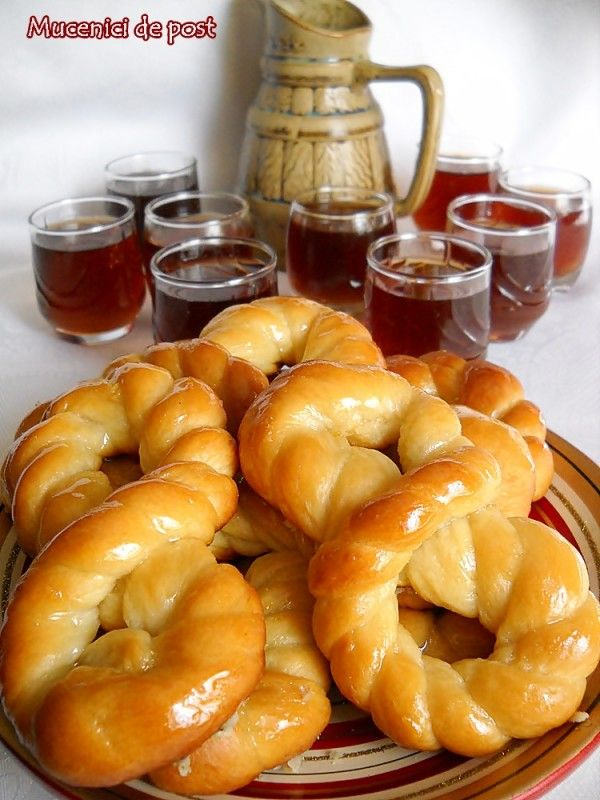 ... Mucenici, 40 de colaci numiti sfinti, mucenici sau bradosi. In Moldova