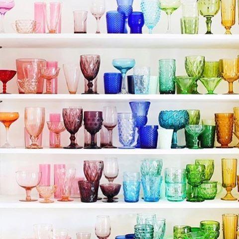 Arco-íris em vidro, de @elsielarson... Qual cor você prefere?  #recebercomcharme #olioliteam #olioli_lifestyle #olioli#glasses #rainbow