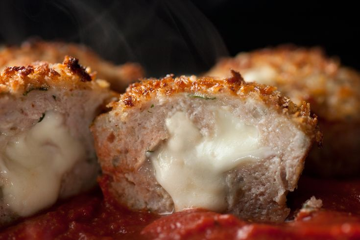 This chicken Parmesan meatloaf recipe bakes ground chicken into savory muffins with a molten mozzarella center and crunchy top, served with tomato sauce. #Chicken #Thighmeat #Mozzarella #Parmesan #MiniMeatloaf #MuffinPan
