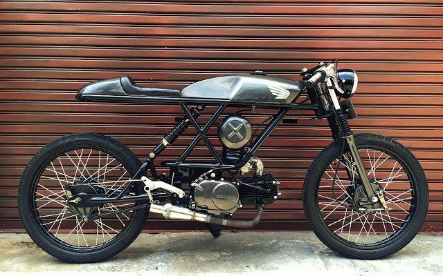 RocketGarage Cafe Racer: Sleeping Engine Idiot