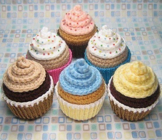 Amigurumi crochet cupcakes