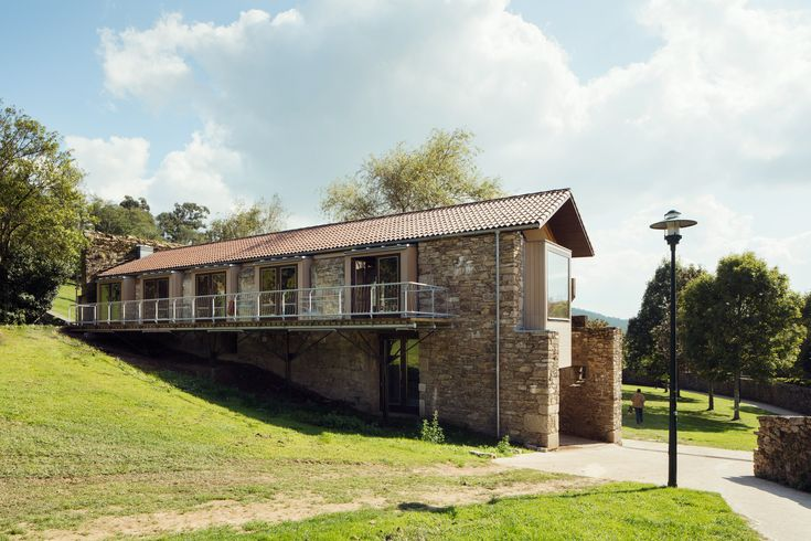Completed in 2015 in Santiago de Compostela, Spain. Images by Luis Díaz Díaz . The commission focused on the rehabilitation of an old kiln that was part of a tannery, located on the grounds of current Belvis Park. It was to...