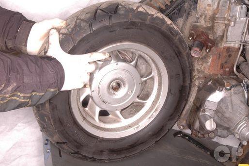 f14dedb033b63c72a878c15d21eea03f scooter honda honda helix cn250 rear wheel removal honda cn250 helix 1986 Honda Helix Specifications at alyssarenee.co