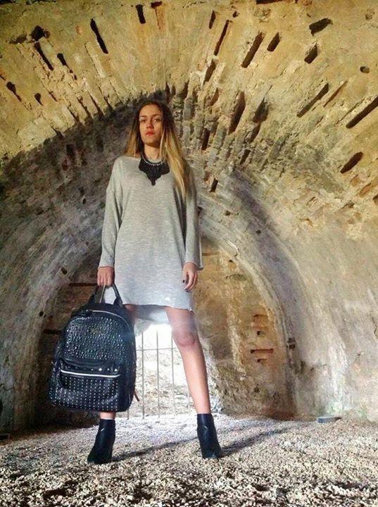 Blogger: Fashion Mariac Post: Simple is Chic! Ήδη μετράμε αντίστροφα για τις γιορτές! Οι επόμενες μέρες προσφέρονται για . . . περισσότερα στο: http://fashion-mariac.blogspot.gr/2014/12/simple-is-chic.html  #doca #fashionmariac #blousedress #backback #necklace #anckleboots #fw201415Collection
