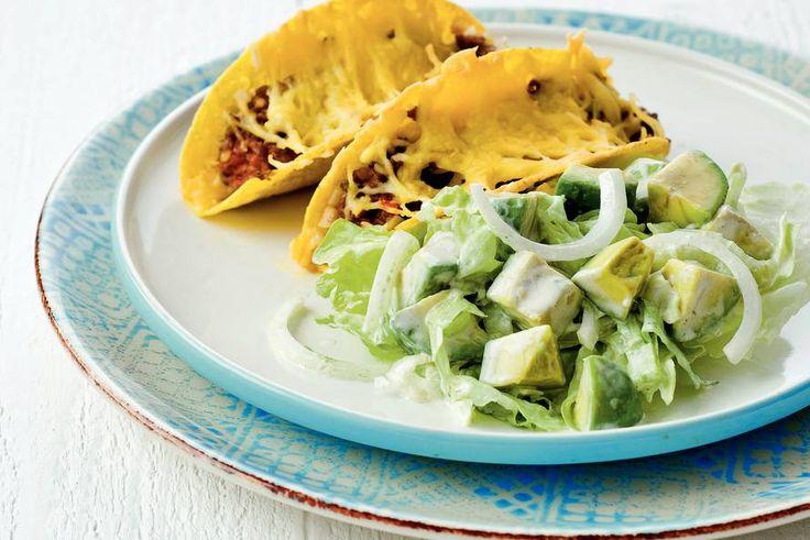 Kijk wat een lekker recept ik heb gevonden op Allerhande! Avocadosalade met gebakken taco's