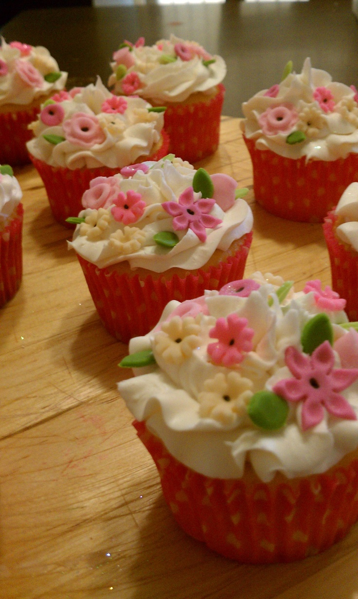 7 best dnichy 39 s cupcakes images on pinterest baby shower for Cupcake recipes for baby shower girl