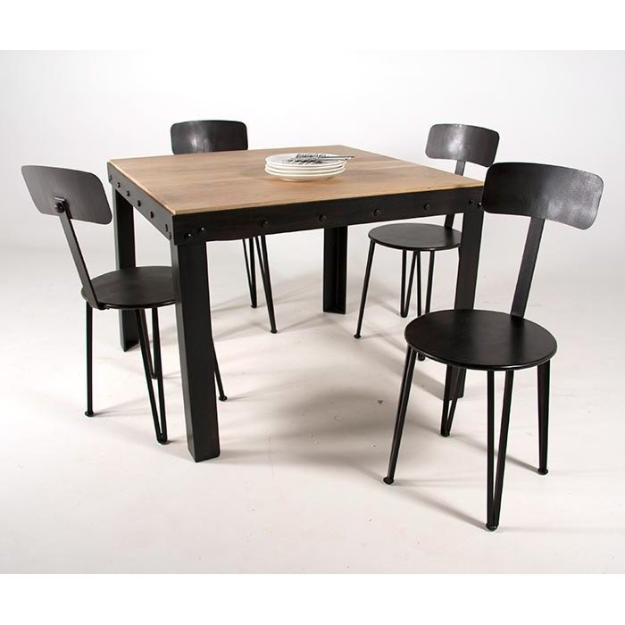 ch ne et fer forg pour cette table de style industriel http www 4. Black Bedroom Furniture Sets. Home Design Ideas